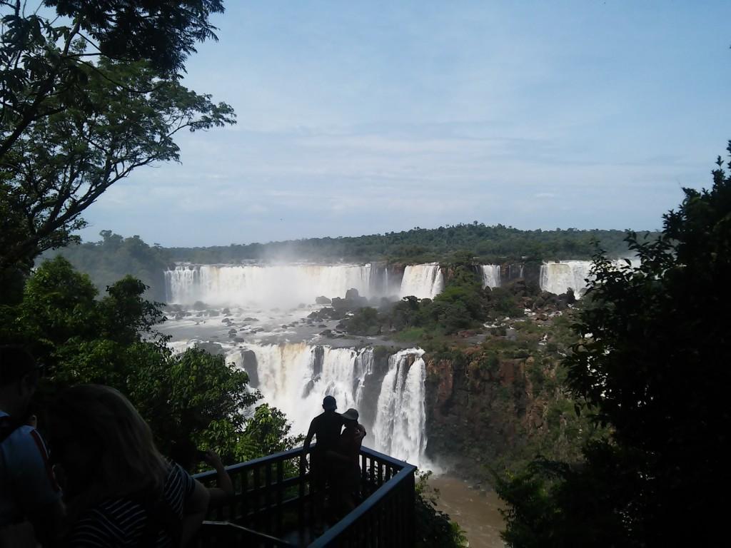 Le cascate dal lato brasiliano... Nell'immagine di copertina, invece, la Garganta del Diablo (lato Argentino)